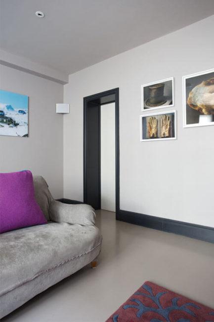 ламинат в интерьере в сочетании с дверью